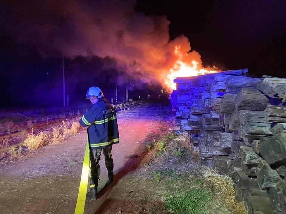 Sinoć požar u blizini kolodvora. Brzom intervencijom vatrogasaca  spriječeno daljnje širenje