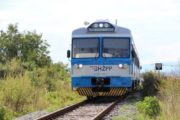 IZBJEGNUTA TRAGEDIJA U SLAVONIJI: Vlak prešao preko žene, živa je.