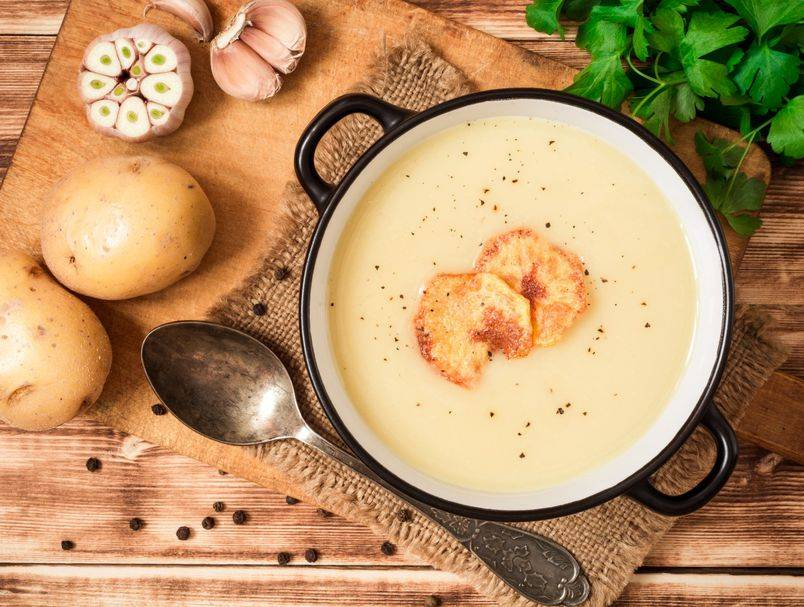 Tako kremasta i puna okusa! Recept za brzu juhu od krumpira idealnu za kišni dan