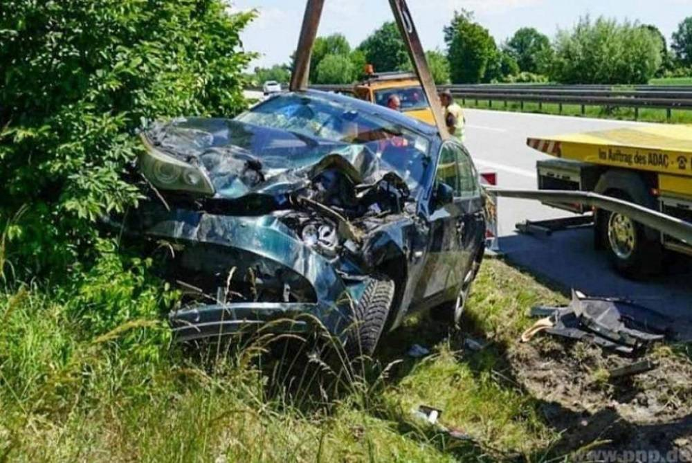 U slijetanju s autoceste teško ozlijeđena suputnica