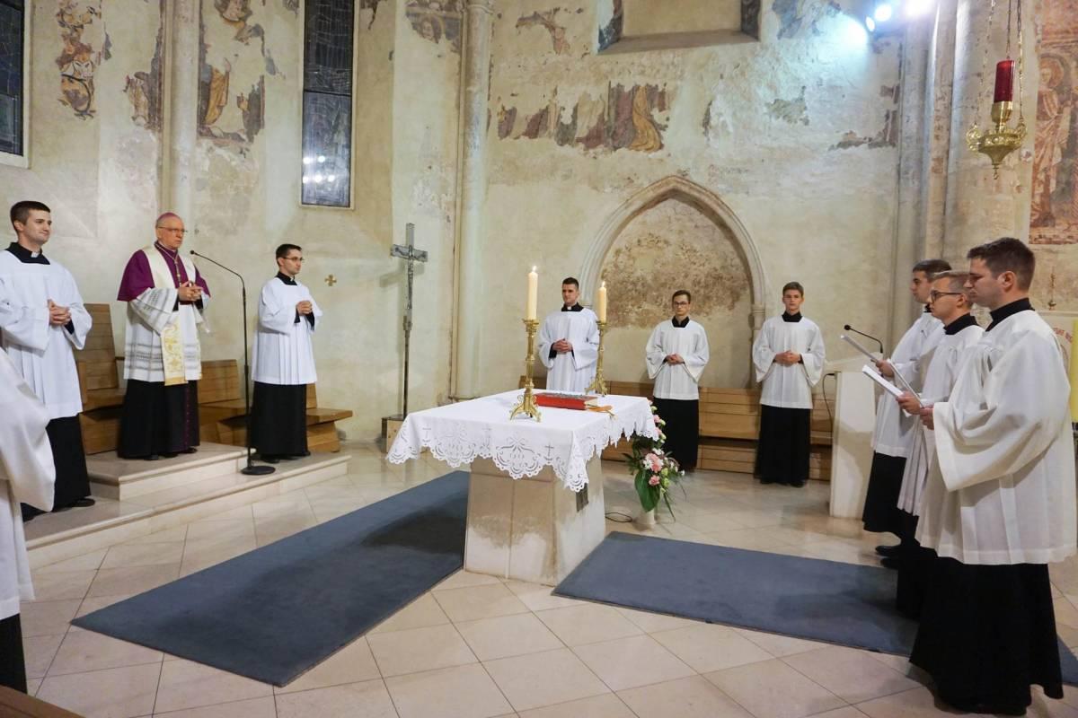 Molitveno bdijenje uoči đakonskoga ređenja u Požegi