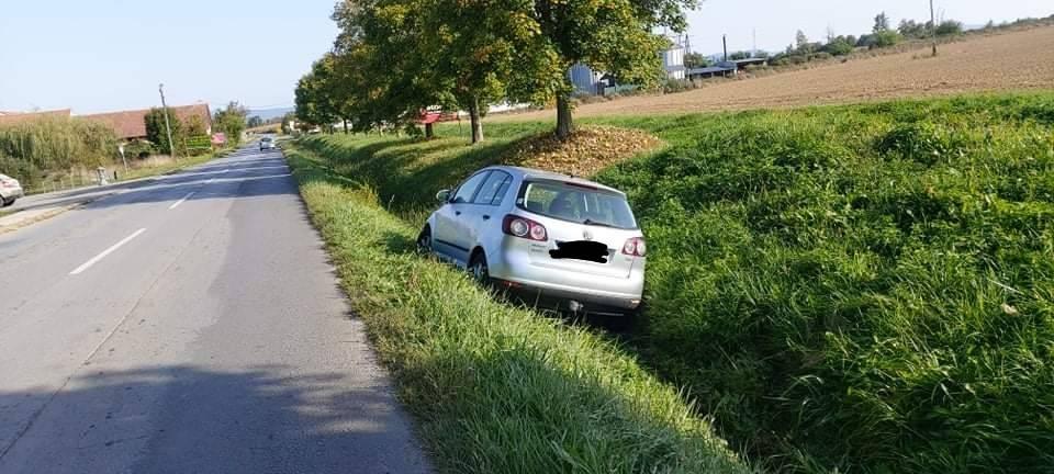 AUTOMOBIL U KANALU: Nesretni slučaj ili neiskusno parkiranje?