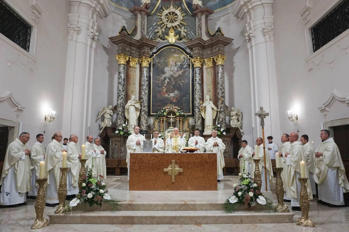 Obljetnica posvete Katedrale sv. Terezije u Požegi te 24. godišnjica uspostave Požeške biskupije i ređenja njezina prvog biskupa