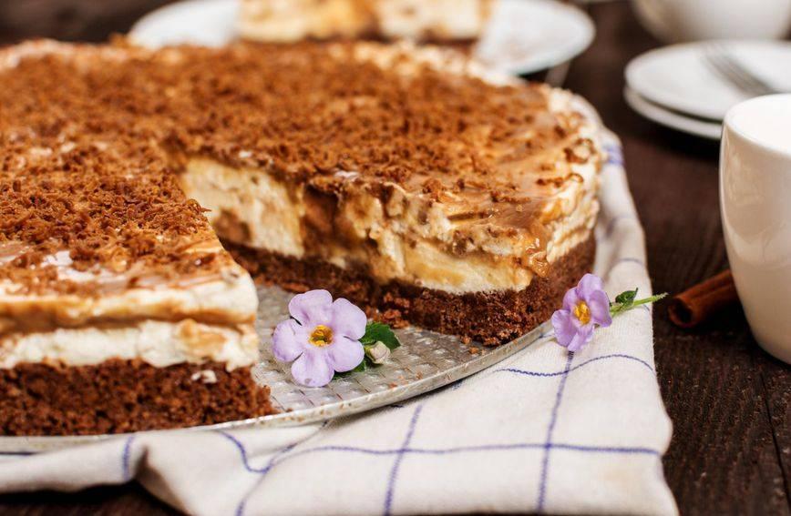 ʺKolač bolji od ičegaʺ: Recept za sočni desert s preljevom od karamele i šlagom