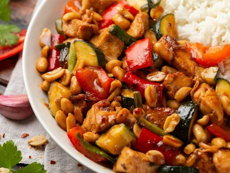 Sočno i neodoljivo: Recept za kinesku piletinu s povrćem i kikirikijem