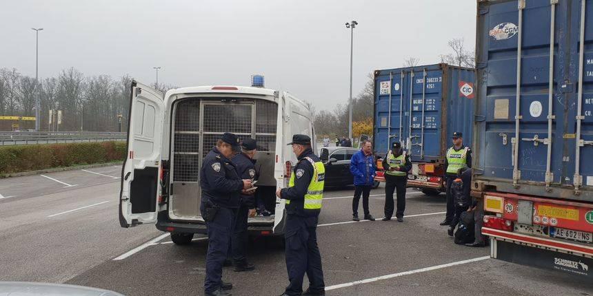 Na autocesti zaustavljen kamion požeških tablica: Vlasniku i vozaču prijete kazne i do 190.000 kuna