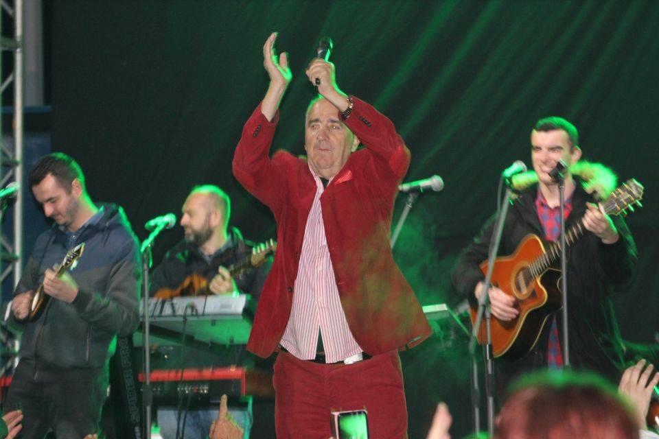 Pogledajte atmosferu sa sinoćnjeg koncerta Mladena Grdovića u Vetovu