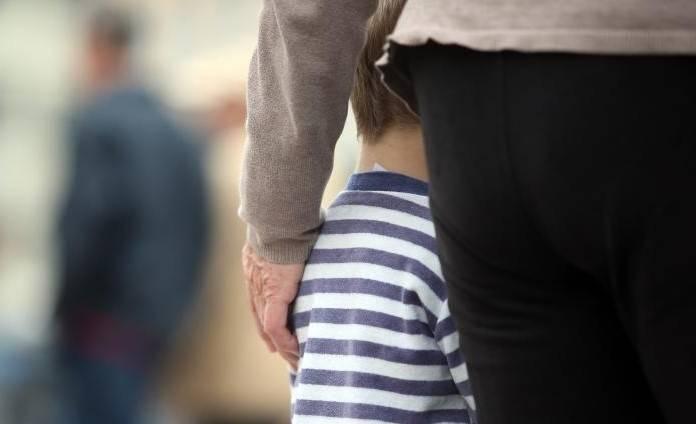 RODITELJI IZ PAKLA: Otac spolno zlostavljao maloljetnog  sina, a majka mu govorila da je to njihova mala tajna
