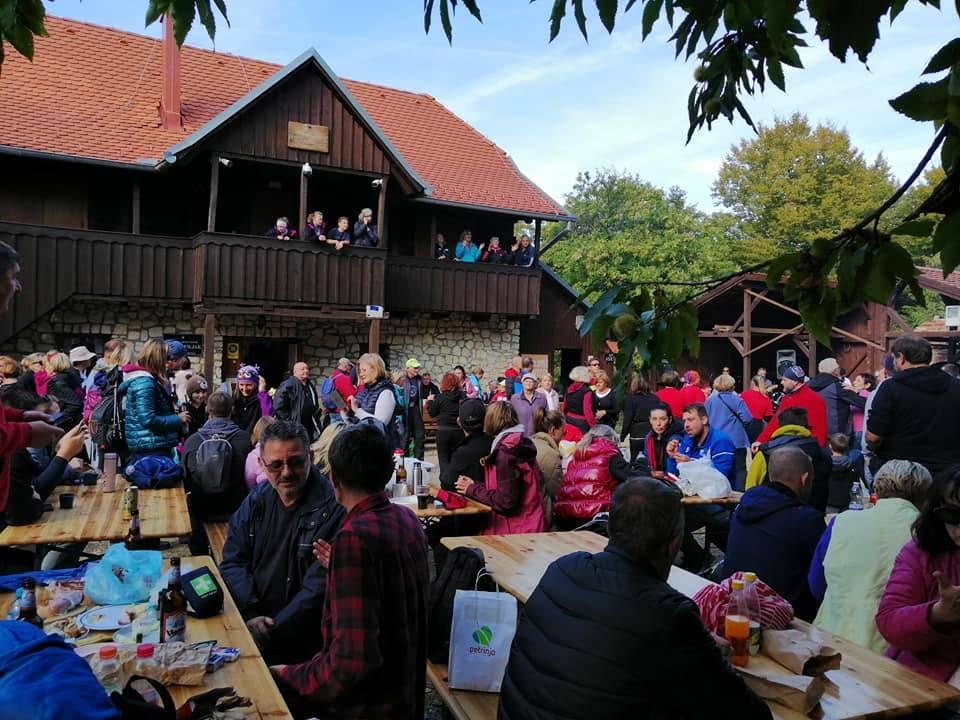 Pohod na Zrinsku goru članova HPD ʺSokolovacʺ i tradicionalna planinarska kestenijada na Hrastovičkoj gori