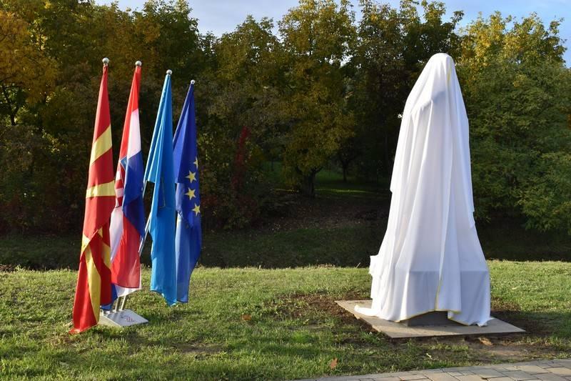 Još jedan Grgićev fijasko? Ljudi masovno komentiraju novi spomenik u N. Gradiški