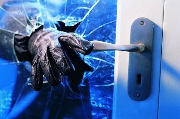 Nepoznati počinitelj pokušao je provaliti u obiteljsku kuću u Požegi, policija traga za njim