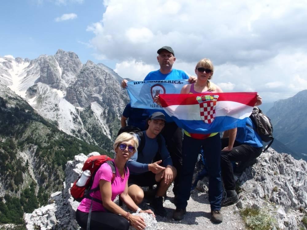 Planinari HPD Gojzerica u Albaniji na vrhu Maja Jezerce
