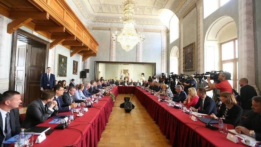 Predsjednik Vlade i članovi Vlade sa županima: ʺOstvarena je konkretna projektna suradnja Vlade i lokalnih zajednicaʺ