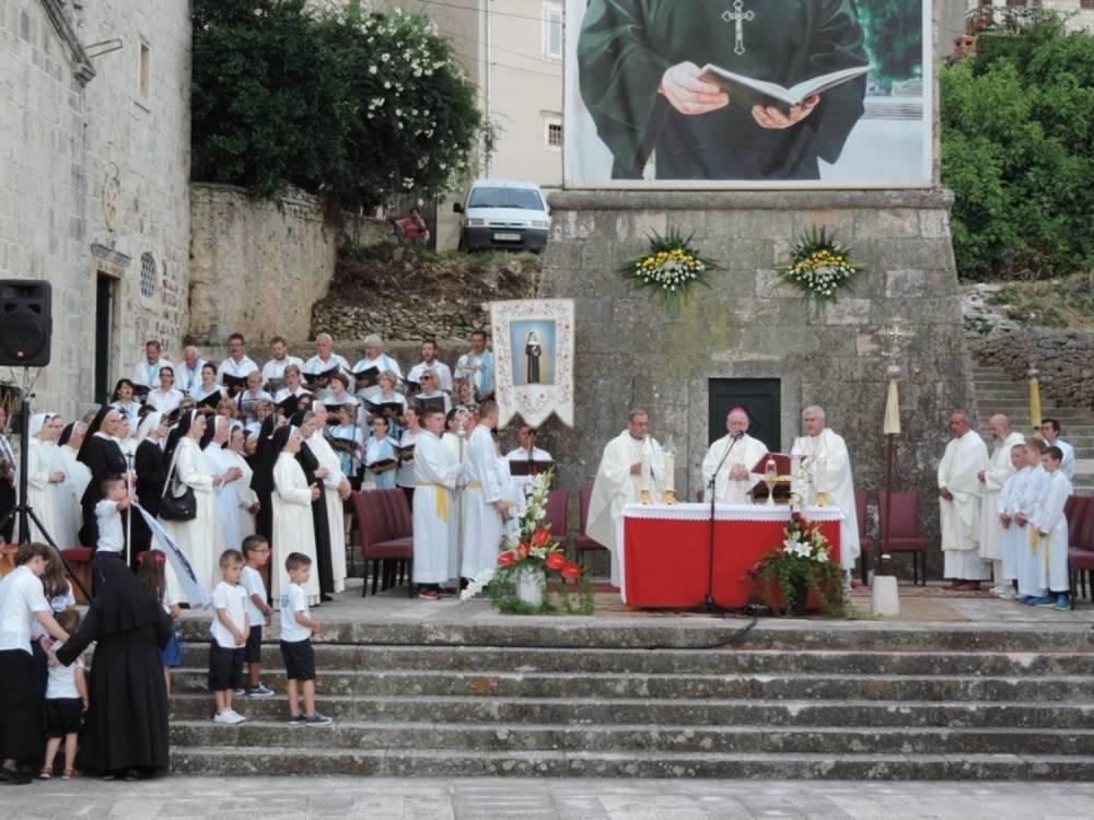 Biskup predvodio središnje slavlje blagdana bl. Marije Propetoga Isusa u Blatu