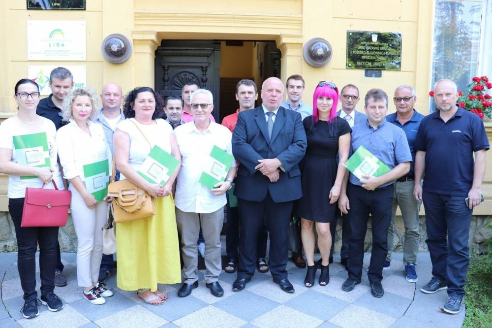 Potpisani ugovori o potporama između Grada Lipika i trinaest lipičkih poduzetnika
