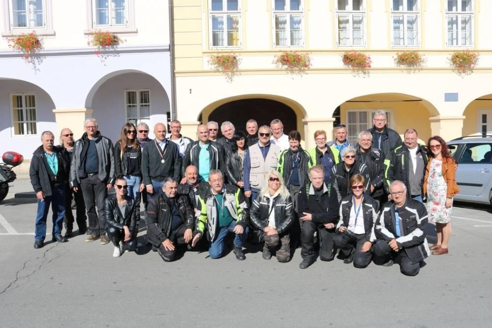 Gradonačelnik Puljašić ugostio motocikliste iz Belgije koji su posjetili Požegu