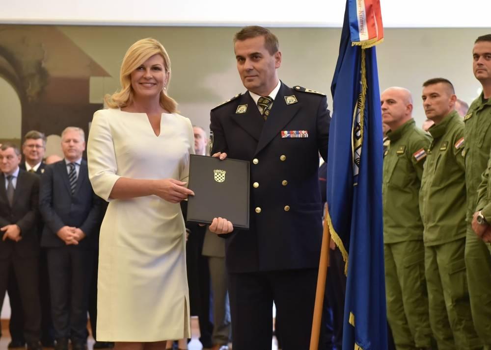 Predsjednica Republike Hrvatske Kolinda Grabar-Kitarović uručila je odlikovanje Policijskoj postaji Pakrac
