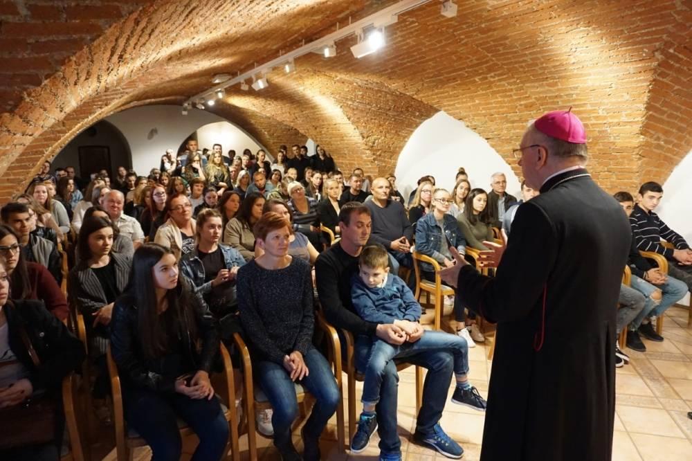 Požeška biskupija dodijelila stipendije studentima i učenicima