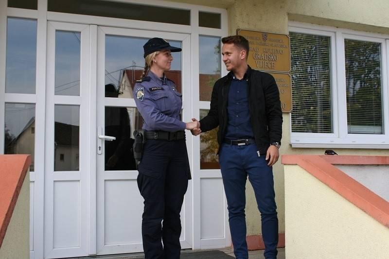 Dragana je jedina žena koja u PU požeško slavonskoj obavlja poslove kontakt policije