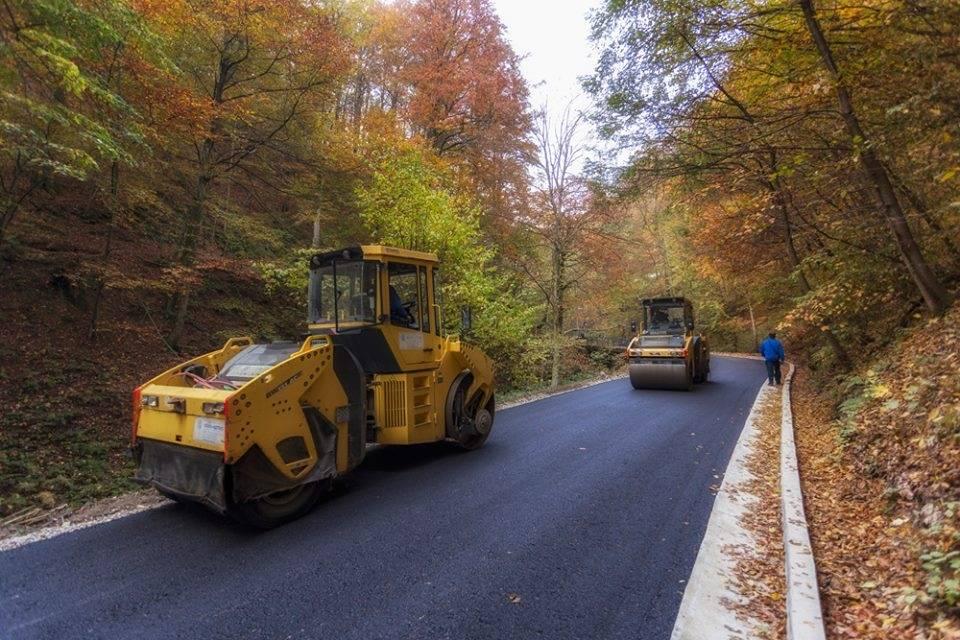 Pri kraju asfaltiranje ceste od S. Drenovca prema Jankovcu