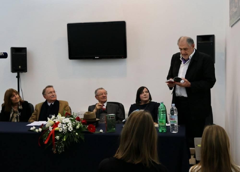 Ovogodišnja nagrada pripala je pjesniku, esejistu, uredniku i publicistu Draženu Katunariću