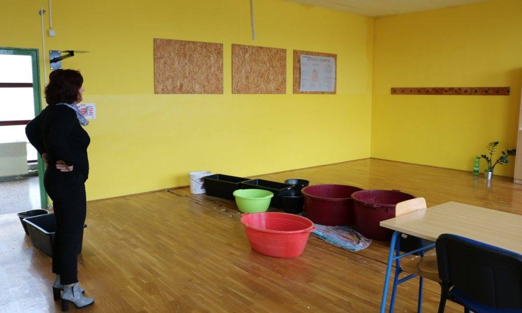 Zbog nesavjesnoti izvođača: Poplavila zgrada osnovne škole, nastava kreće u ponedjeljak