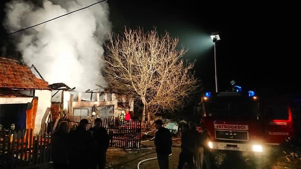 U Ivandolu požar na radionici u sklopu pilane:Vatrogasci na terenu