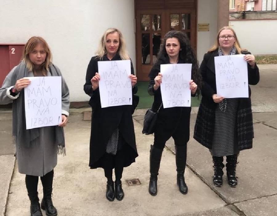 Četiri hrabre žene u krugu naše bolnice organizirale performance pod nazivom; ʺJa imam pravo na izborʺ
