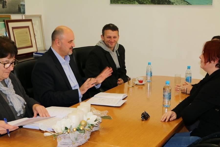 Održan sastanak s predstavnicima udruga za zaštitu životinja na temu skloništa za napuštene pse u Slavonskom Brodu
