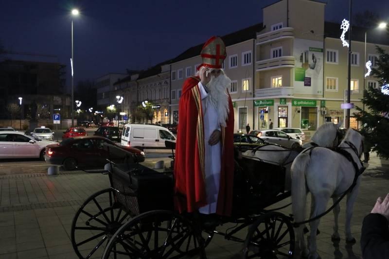 Sveti Nikola danas dariva djecu na glavnom gradskom trgu