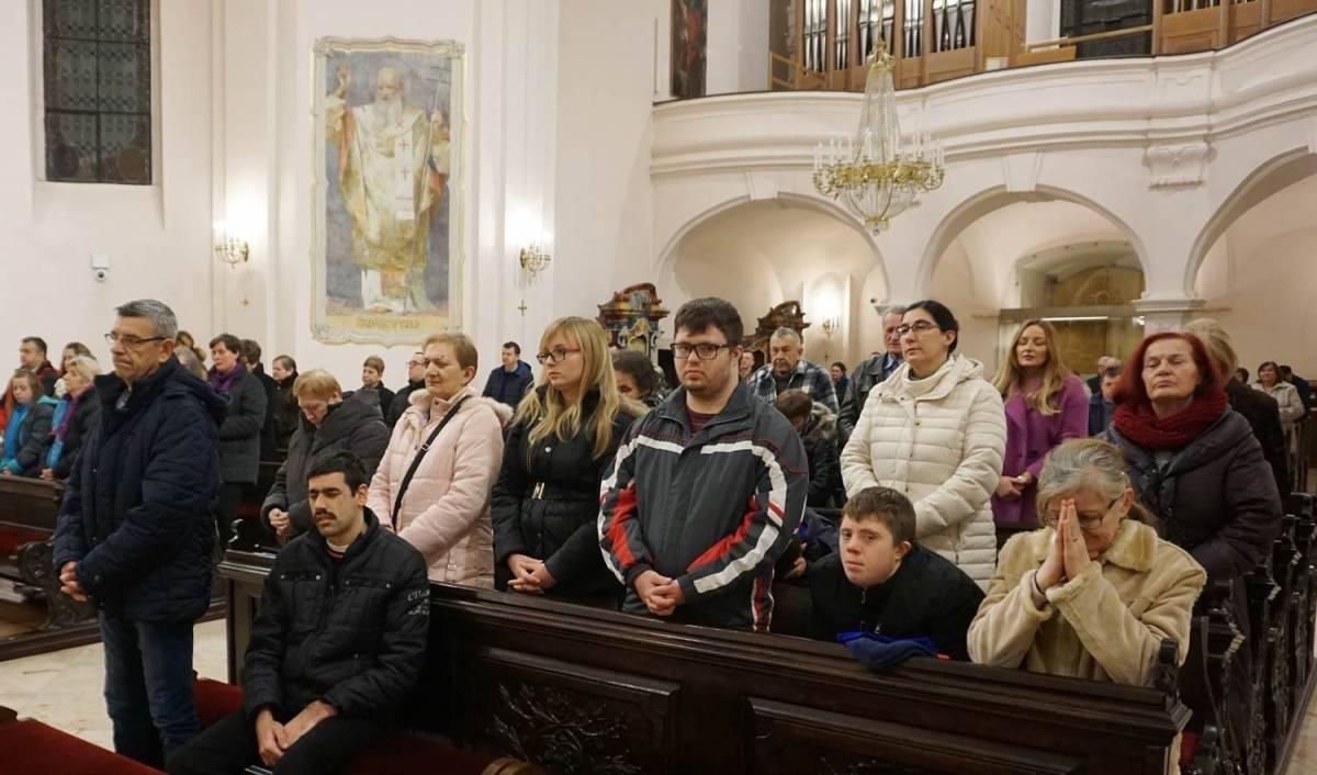 Susret biskupa Škvorčevića s članovima Udruge ʺMIʺ u Požegi