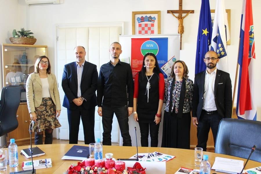 """Pomoć u obrazovanju za romsku djecu; održana uvodna konferencija 1,6 milijuna vrijednog novog projekt """"Win-Win"""""""