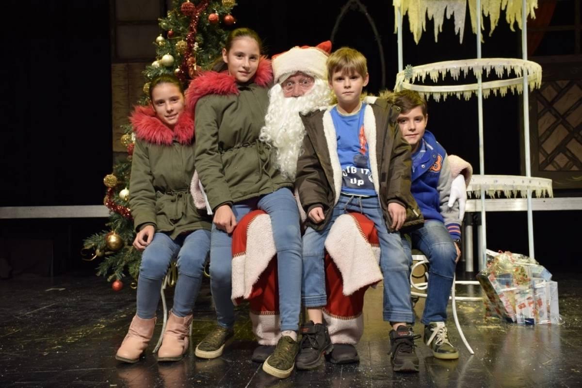 Božićno darivanje uz predstavu Snježna kraljica