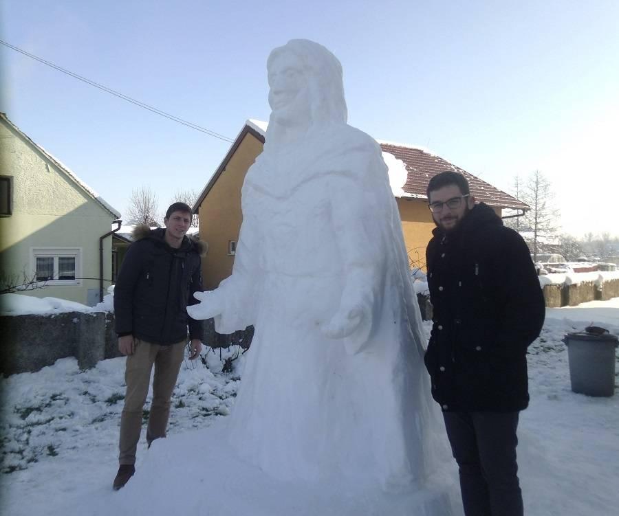 Bravo Orubičani: Isus od snijega