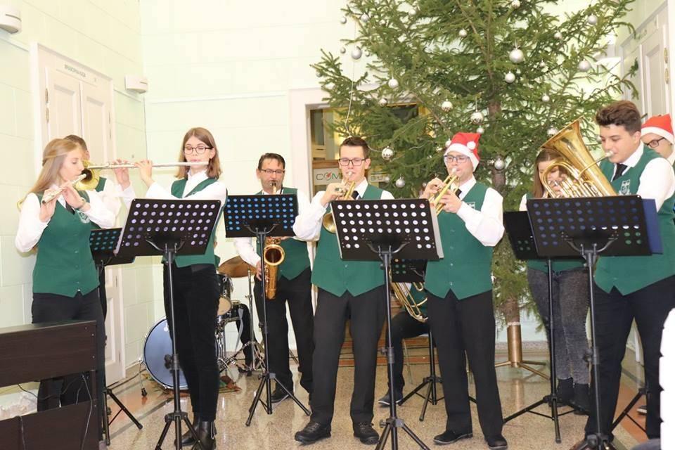Božićnim koncertom u Mramornim kupkama oduševili publiku