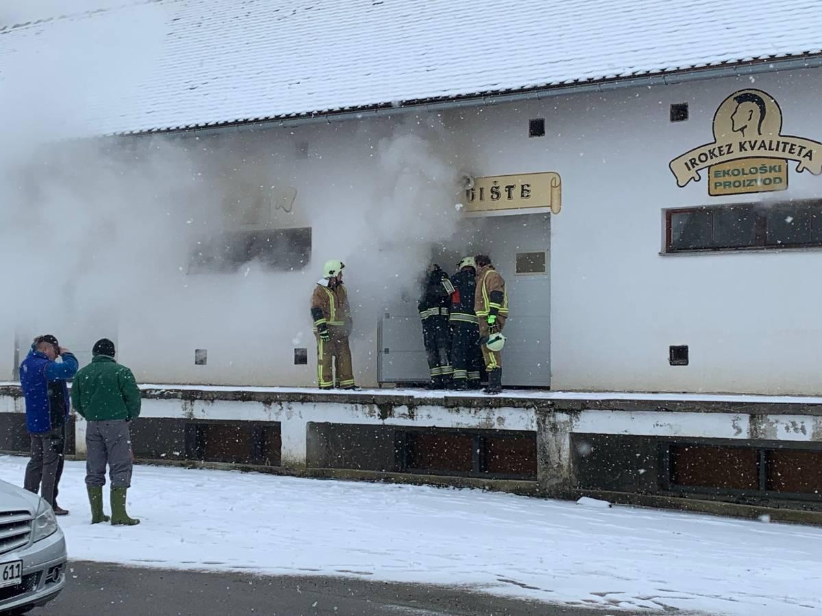 Gori najveći džoint u županiji, zapalilo se skladište konoplje u Sloboštini