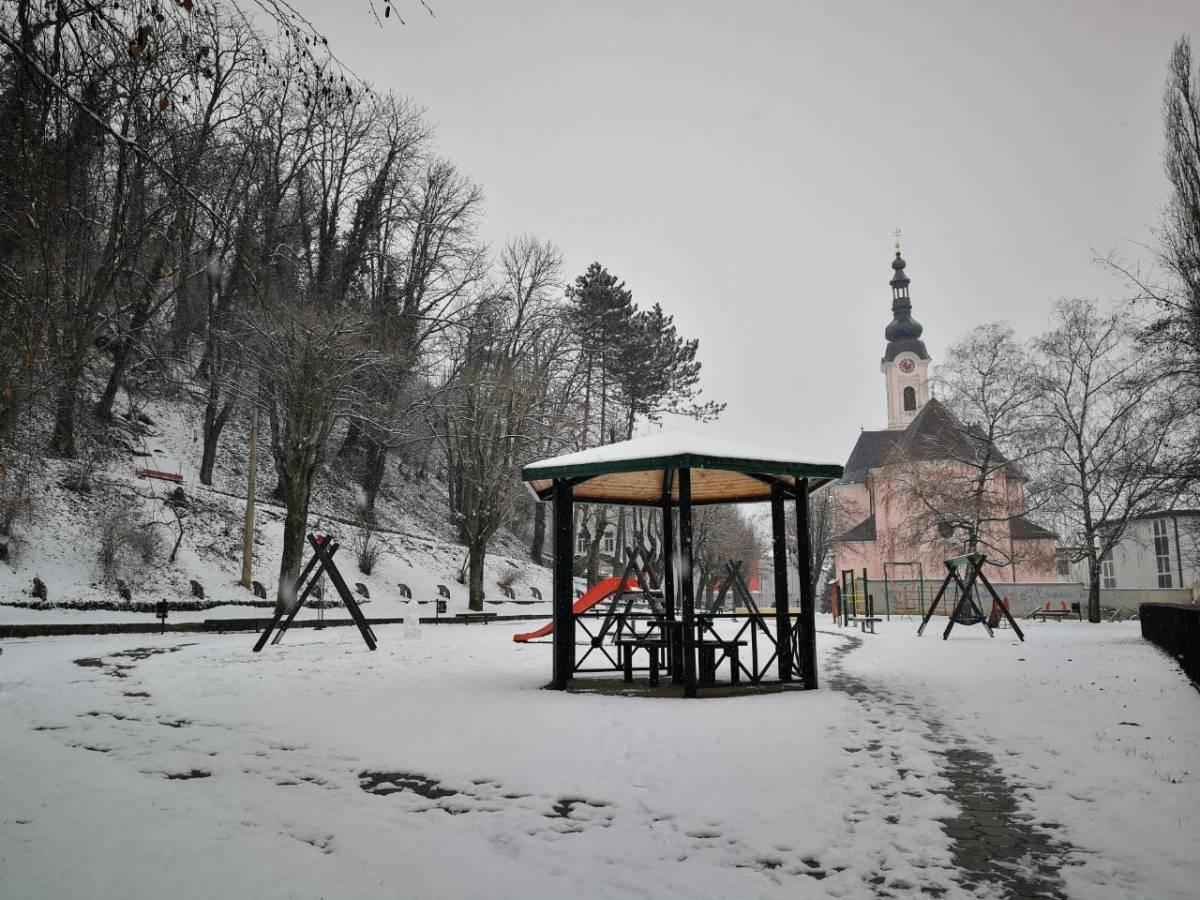 Prvi ovogodišnji snijeg u Požegi kroz objektiv S. Vraneša