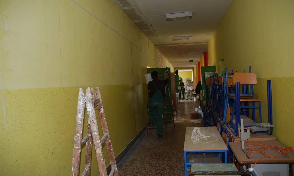 OŠ braće Radića: U učionicama se izmjenjuju majstori i učenici