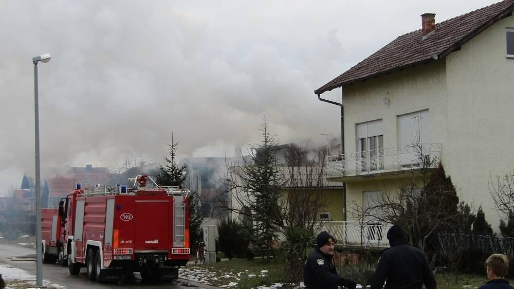 Požar na obiteljskoj kući u Županjskoj ulici