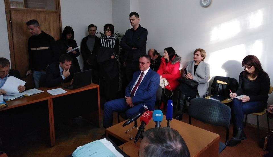 Županu Tomaševiću danas nastavljeno suđenje u Sl. Brodu, on vam usput čestita 27.godišnjicu međunarodnog priznanja RH