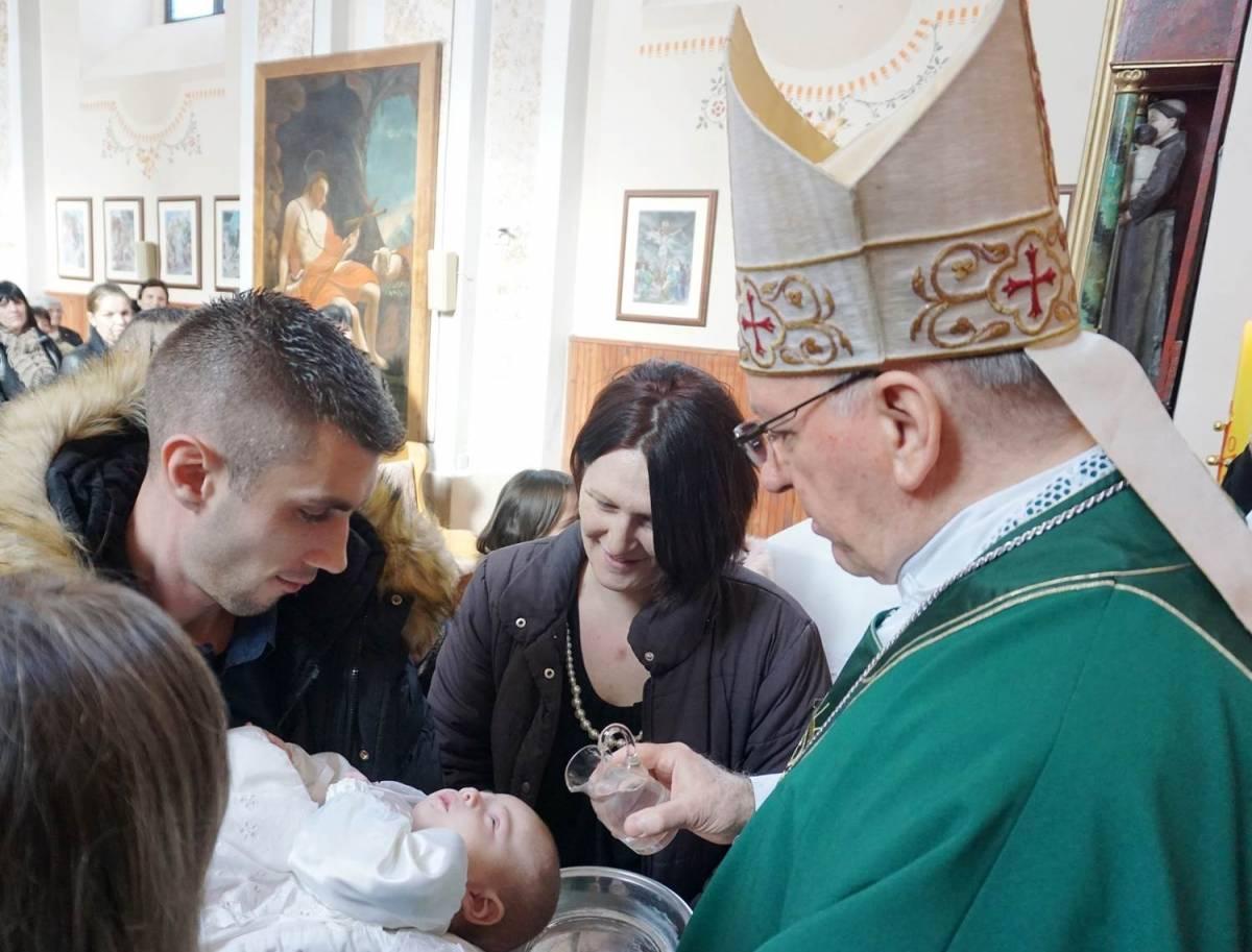 Biskup Škvorčević krstio peto dijete obitelji Filipović