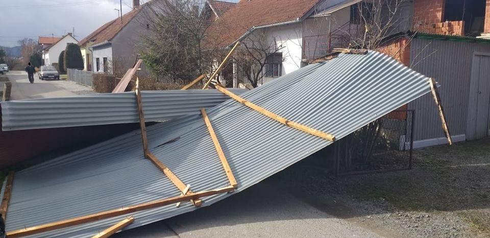 Jak vjetar odnio limeni krov u Požegi, JVP Grada Požege intervenirala