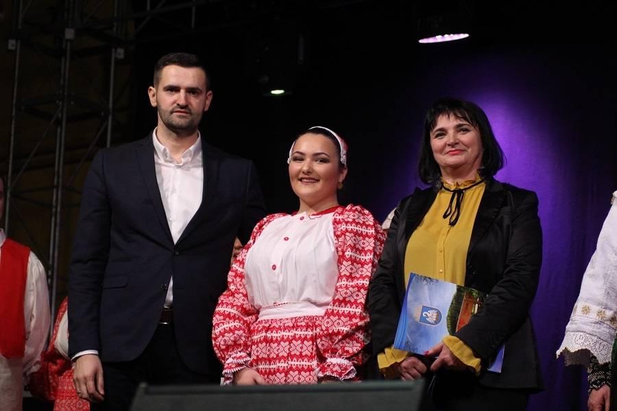 Bogatim kulturno glazbenim programom započelo obilježavanje Općine Sibinj. Mate Bulić - Ovdje se osjećam kao doma