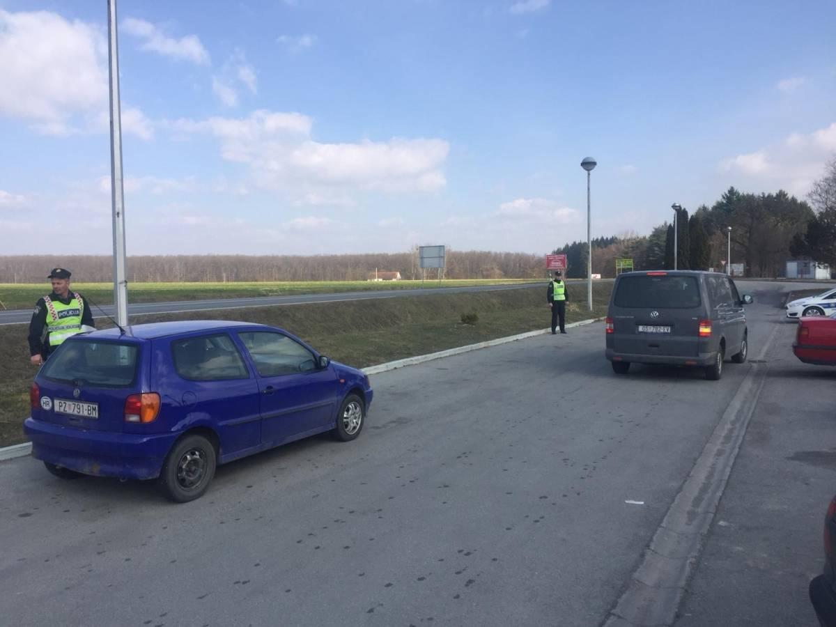 U tijeku policijska akcija na izlazu iz Požege: Provjerava se sve od goriva, tereta i tehničke ispravnosti vozila