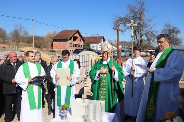 Biskup Škvorčević blagoslovio i položio kamen temeljac nove župne crkve u Donjem Čagliću