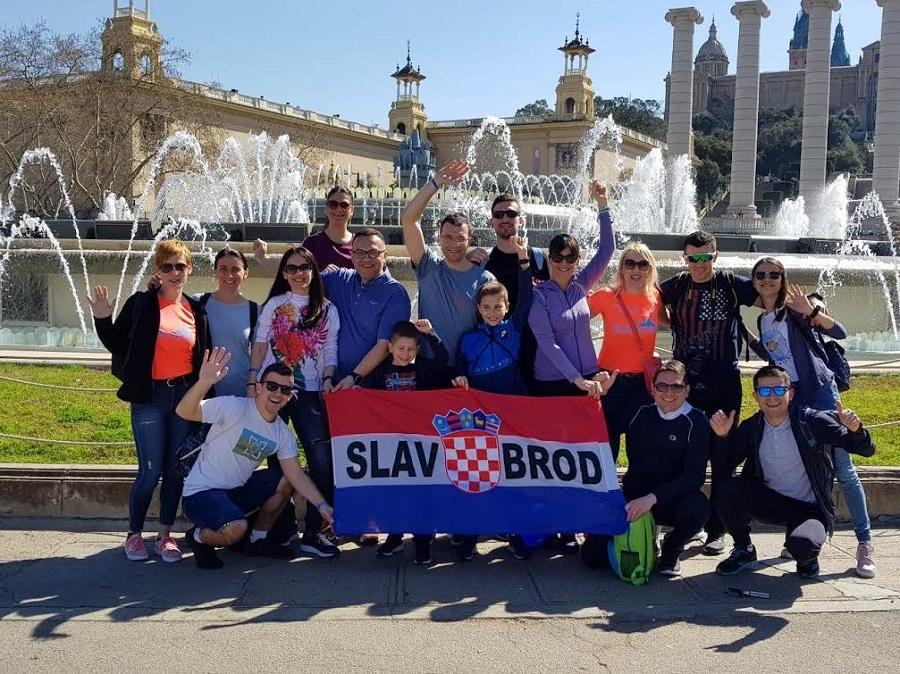 12 slavonsko-brodskih trkača istrčalo Barcelona maraton u dužini od 42 kilometra i 195 metara