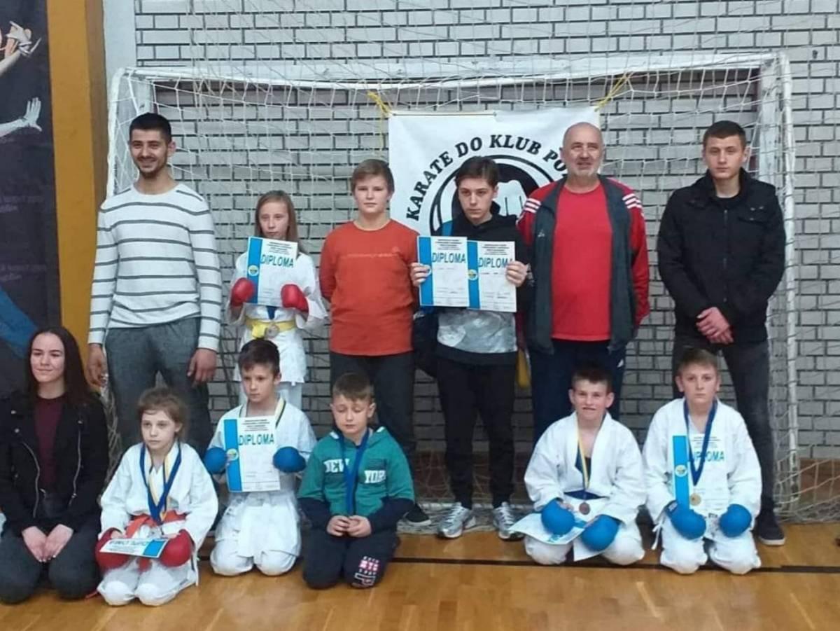 11 natjecatelja karate-do kluba Požega s natjecanja iz Brčkog donijeli 20 medalja