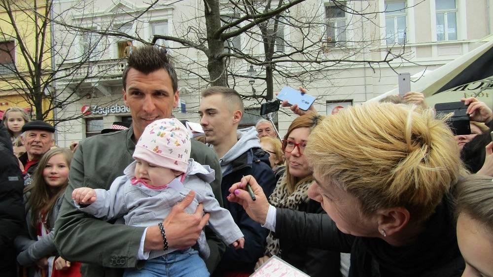 FOTO: Mario Mandžukić i Ivica Olić u Slavonskom Brodu, 19.3.2019.