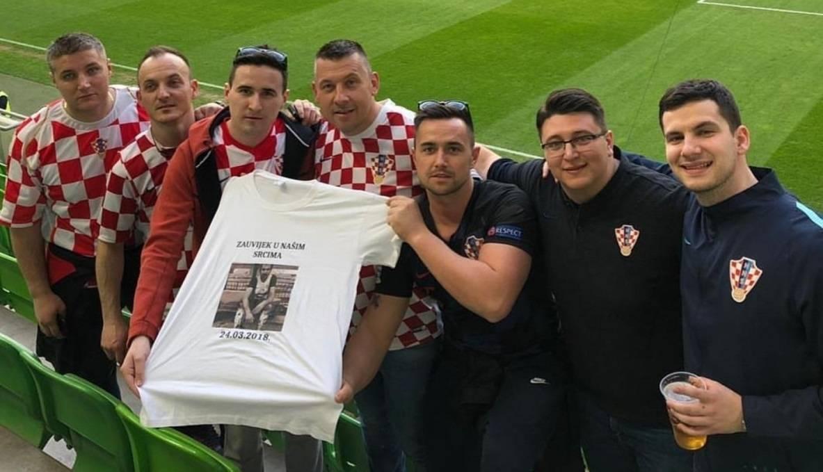 Na utakmici Mađarske i Hrvatske prijatelji se prigodno prisjetili Brune Bobana