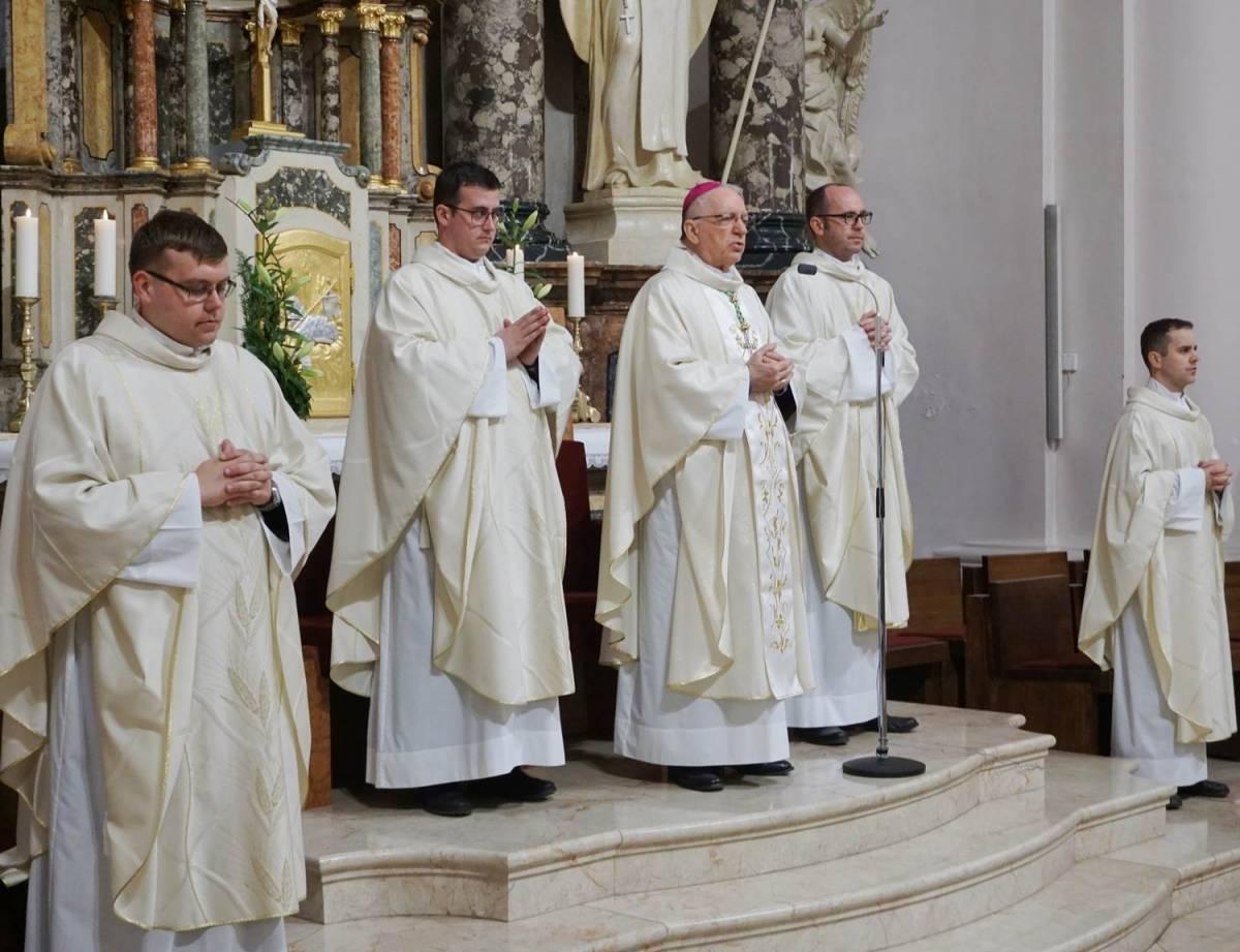 U požeškoj Katedrali uvedeni u službu novi kanonici